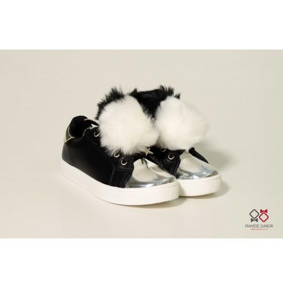 Sneakers bassa in pelle con pon pon(34/38)