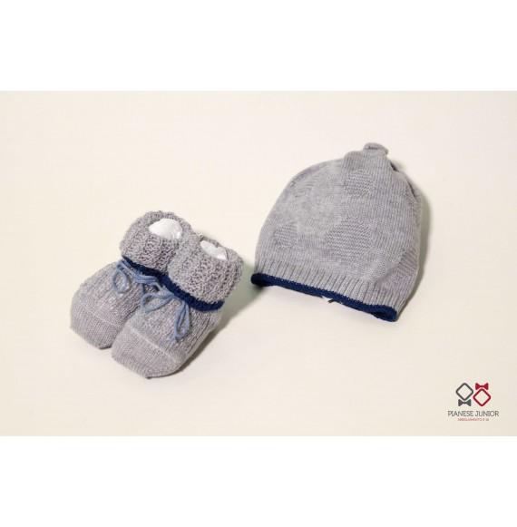 Cappellino in lana con cuore